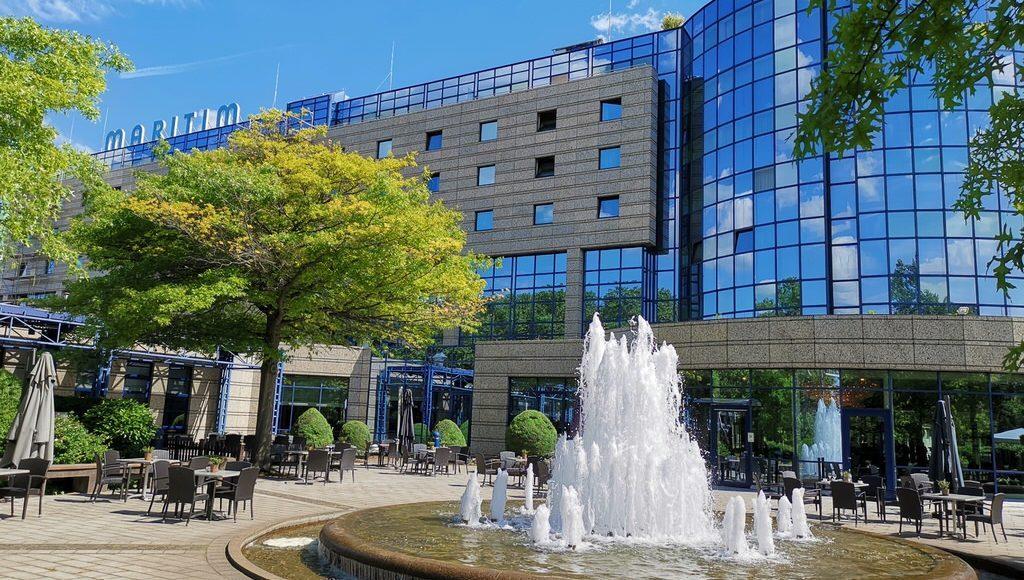 Das Maritim Hotel Bonn mit seiner Brunnenterrasse
