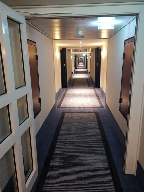 Flur im 6. Stock des Maritim Hotels in Bonn