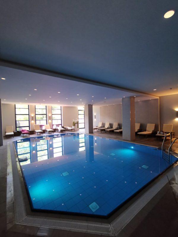 Der großzügige Pool im Maritim Hotel Bonn