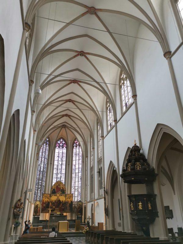 Ein Blick durch die Orgel in der St. Remigius Kirche Bonn