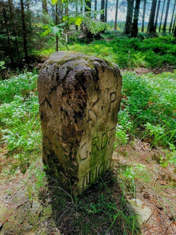 Historischer Grenzstein auf dem Rothaarsteig
