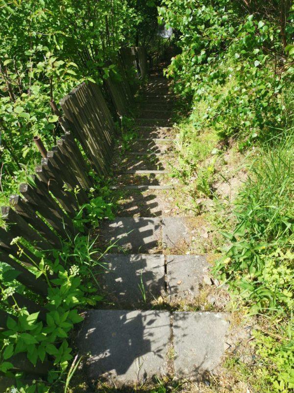 Eine letzte Treppe bringt uns runter zum Landhaus Mühlenhof