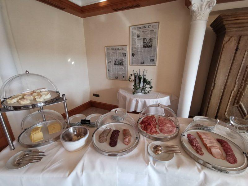Ordentliche Wurstauswahl beim Frühstück im Sauerländer Hof
