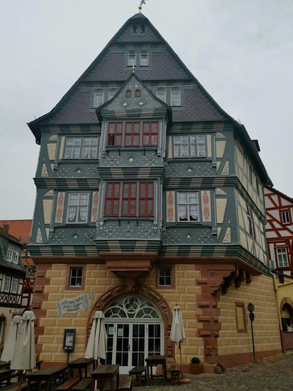 Das Gasthaus Zum Riesen Miltenberg von außen