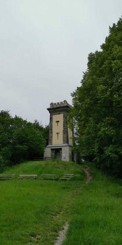 Der Neunlindenturm, die höchste Erhebung im Kaiserstuhl