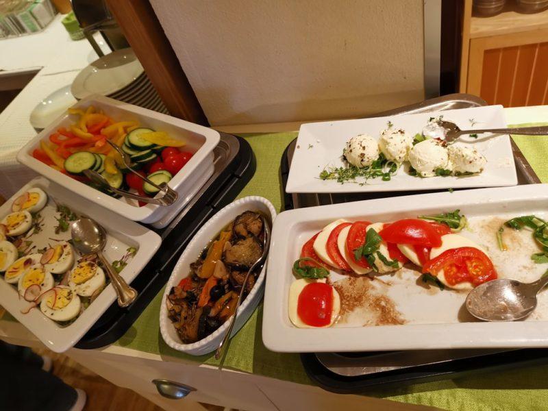 Mozzarella Tomate und Co. zum Frühstück