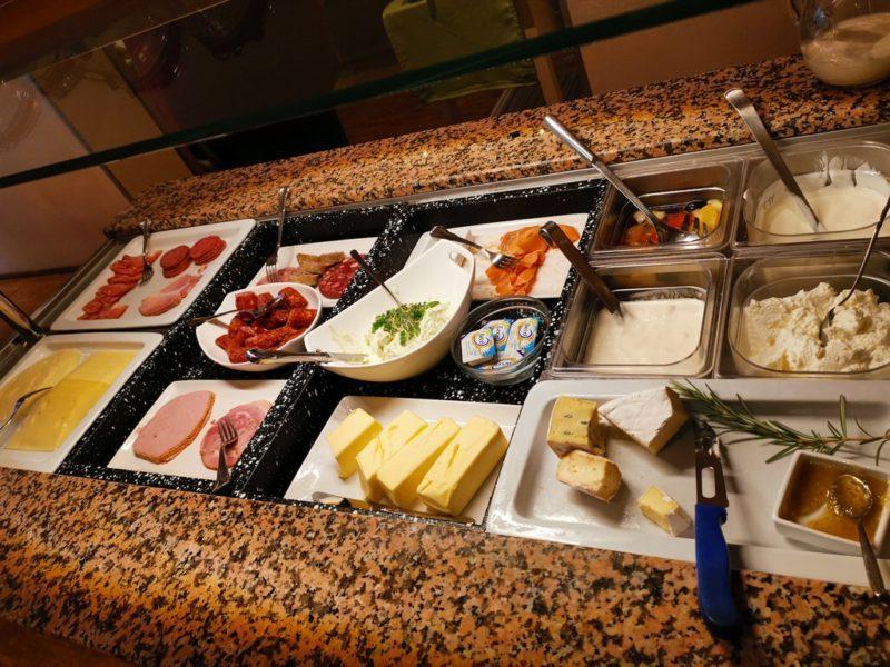 Und eine gute Wurst und Käse Auswahl zum frühstück im Adler Landhotel in Bürgstadt