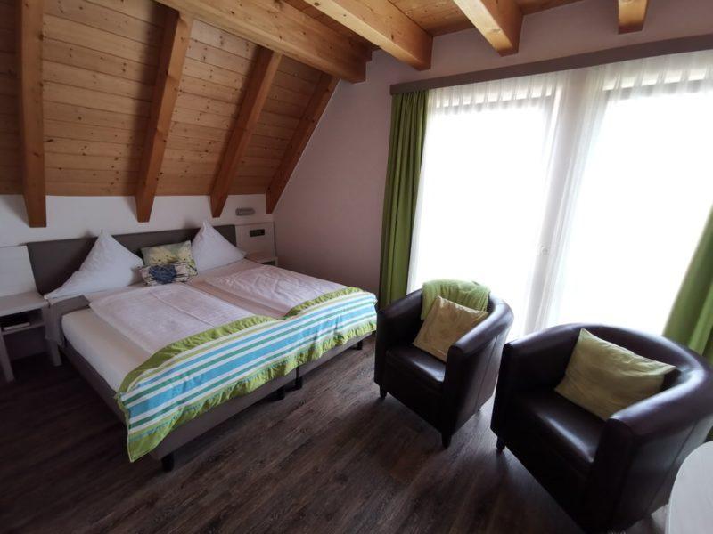 Mein Bett im Zimmer im Adler Landhotel Bürgstadt