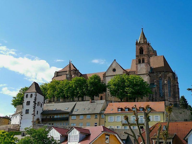 Das Münster thront regelrecht über Breisach