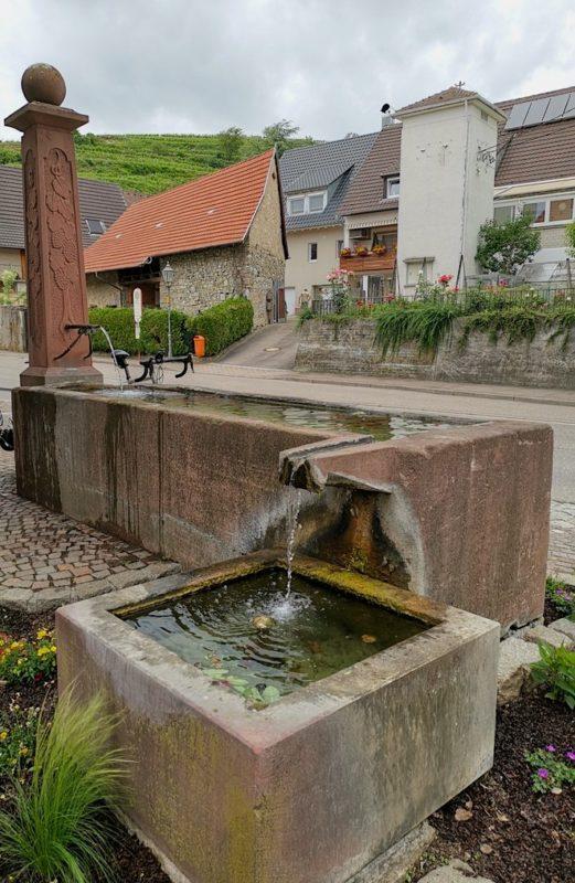 Der nächste Brunnen auf dem Brunnenpfad, hier zum Thema Gesundheit und Bäder