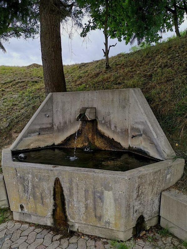 Brunnen am Regenrückhaltebecken Bötzingen