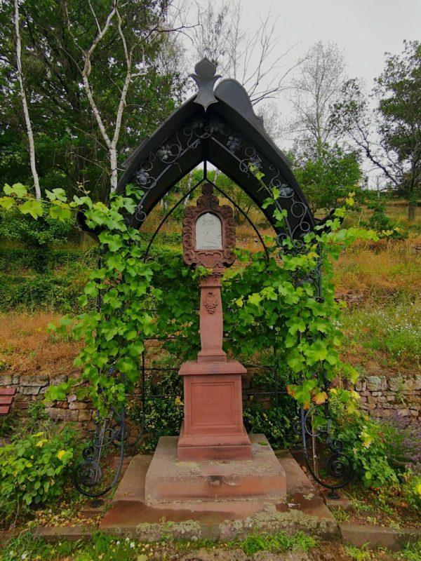 Schutz der Weinberge durch St. Urbanus, dem Schutzpatron der Weingärtner