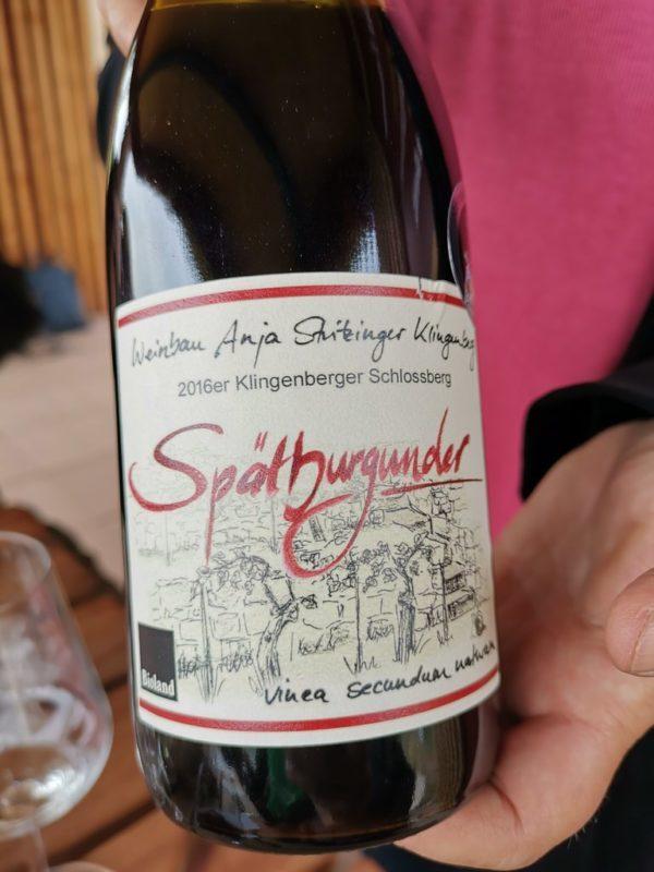 Eine Flasche Spätburgunder Großes Fass 2016 vom Bio Weingut Stritzinger