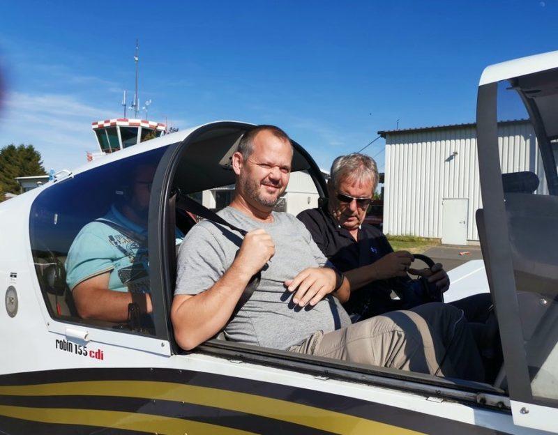 Los geht es mit dem Flugzeug zu einem Rundflug über Churfranken