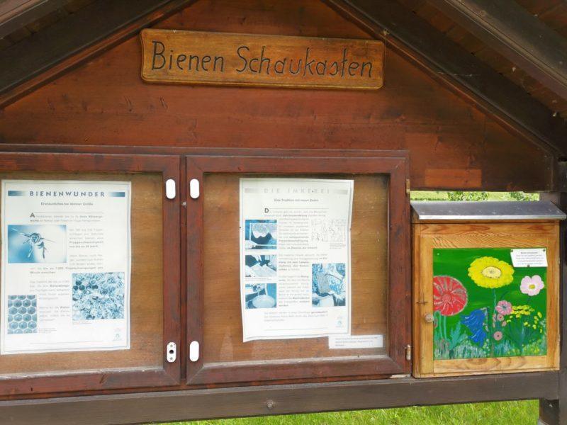 Bienenstock geschlossen mit Informationen zu Bienen