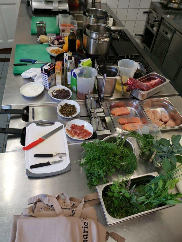 Die Zutaten für den Kochkurs bei Ikenmeyer liegen in der Küche bereit