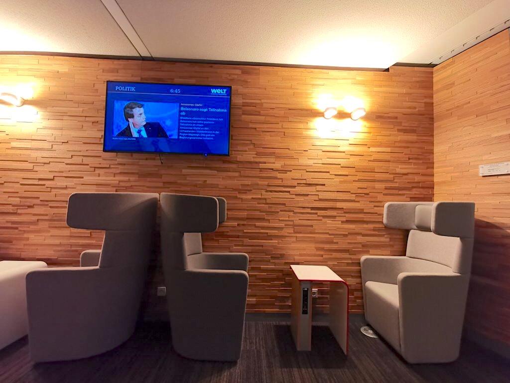 Die bequemen neuen Sitzmöbel nun auch in der Stuttgarter Bahn Lounge