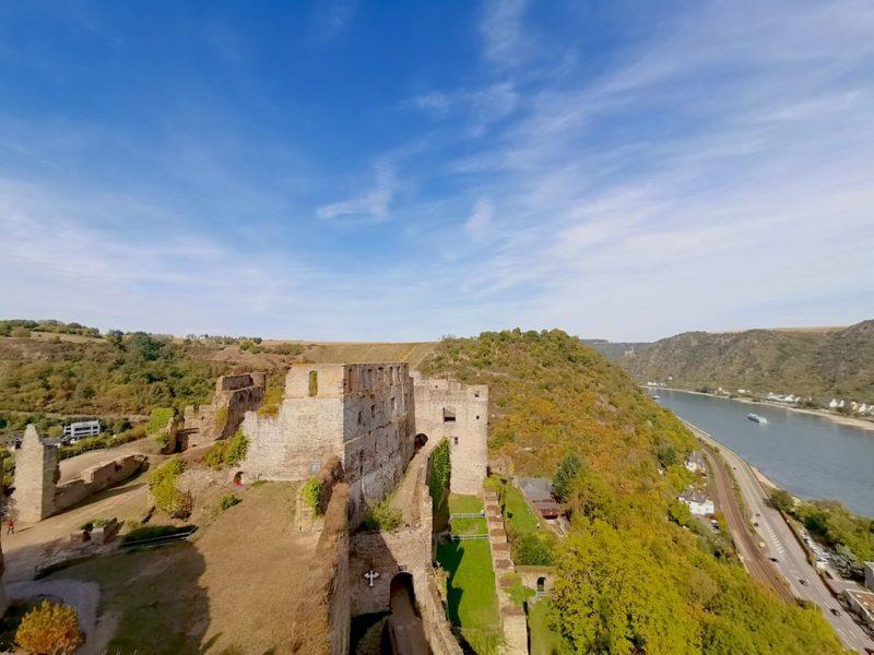 Ausblick auf das Rheintal und die Ruine Rheinfels vom Uhrturm aus