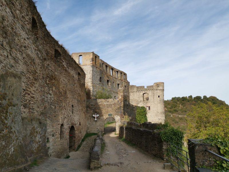 Der erste Blick nach Betreten der Burg Rheinfels