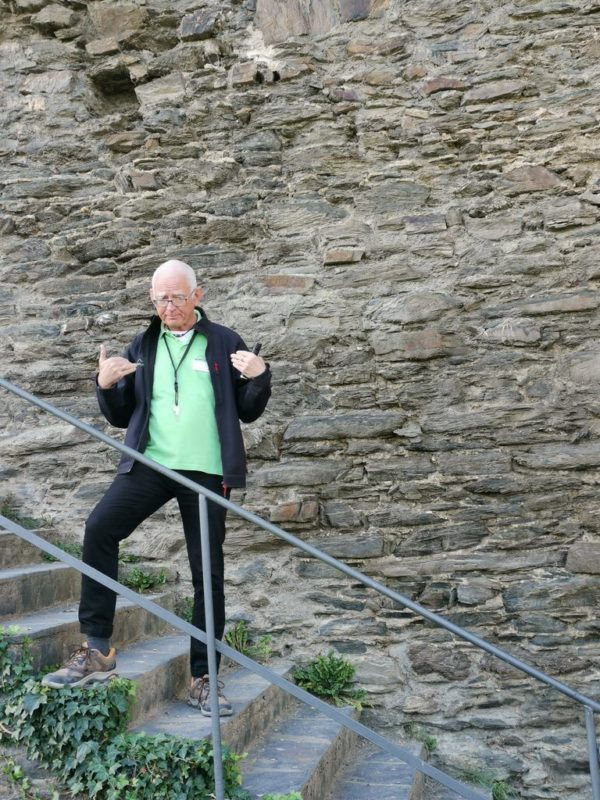 Unser gut gelaunter Burgführer auf der Burg Rheinfels