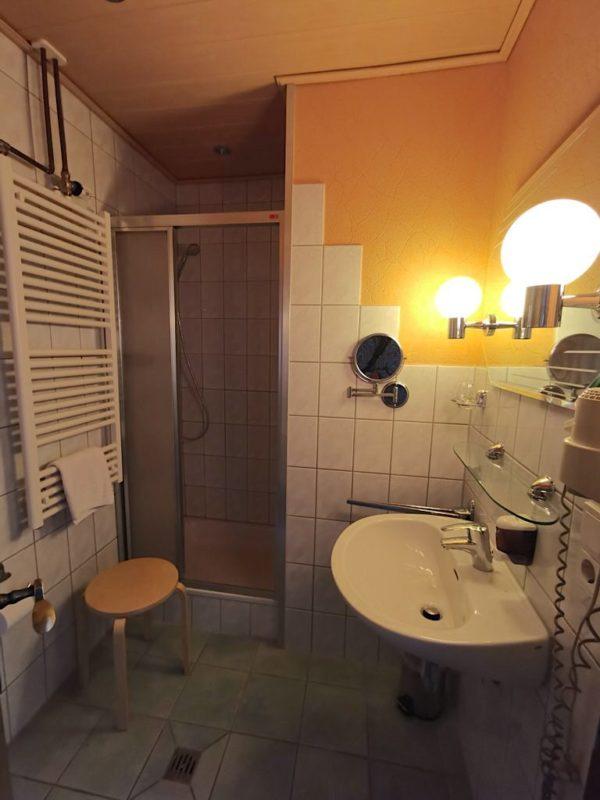 Mein Badezimmer im Hotel Schlaadt in Kestert