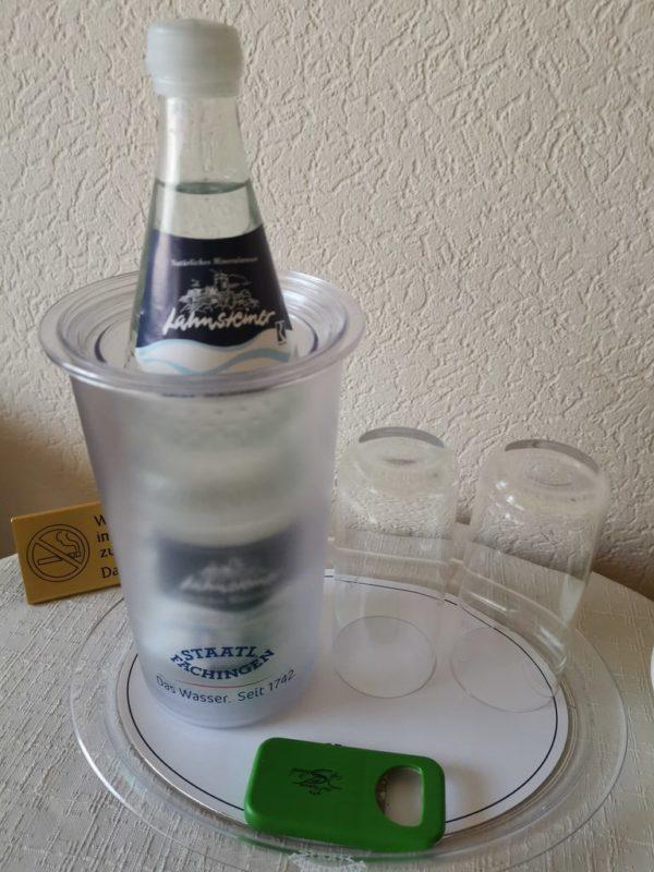 Kostenloses Wasser auf dem Zimmer