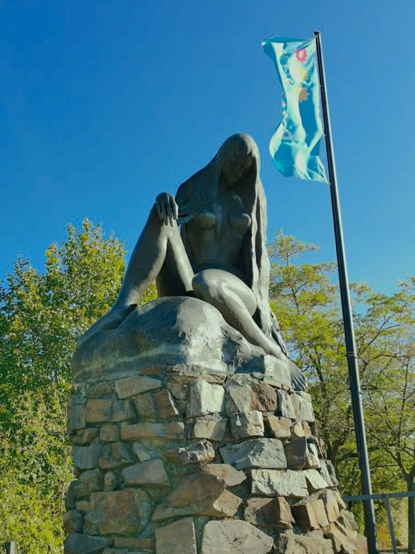 Die Loreley Statue der russischen Künstlerin Natascha Alexandrova Prinzessin Jusopov