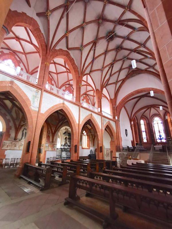 Die evangelische Stiftskirche Sankt Goar von innen