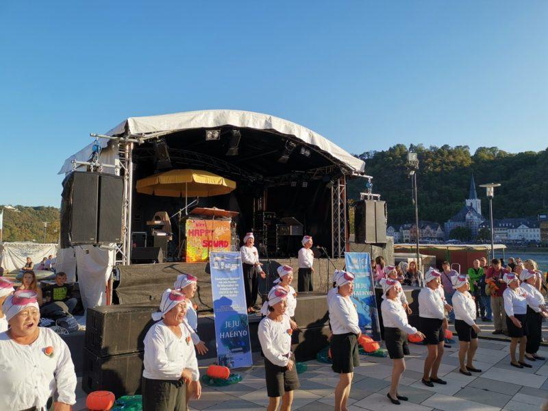 Die Taucherfrauen aus Korea auf der Bühne bei Rhein in Flammen St. Goar / St. Goarshausen