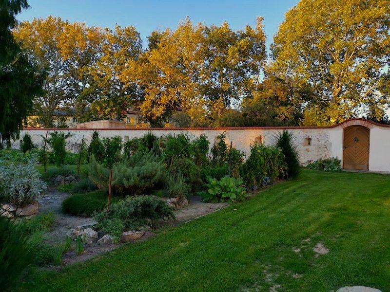Der Garten hinter dem Gästehaus Zum Oberjäger