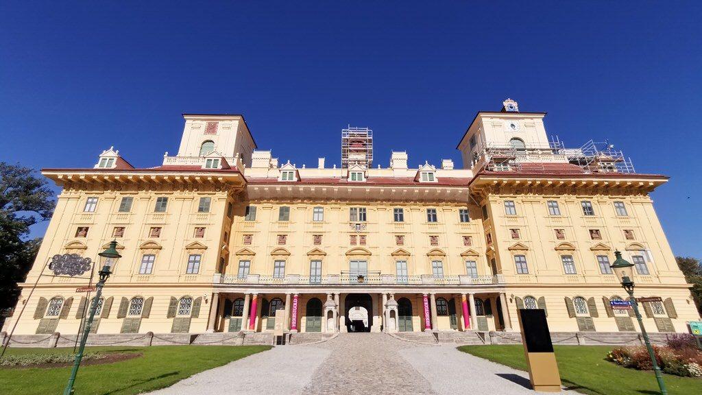 Das Schloss Esterhazy von außen
