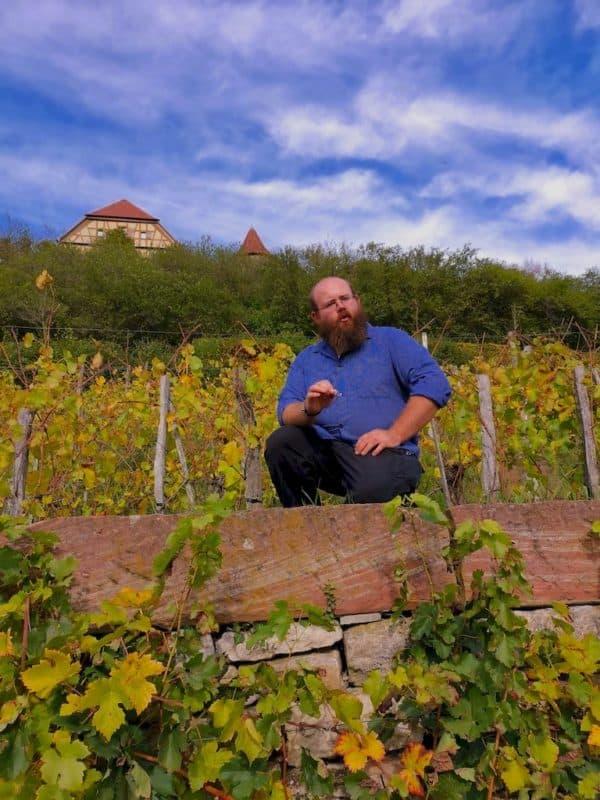 Johannes Thürauf in seinem Weinberg bei seinen spannenden Ausführungen