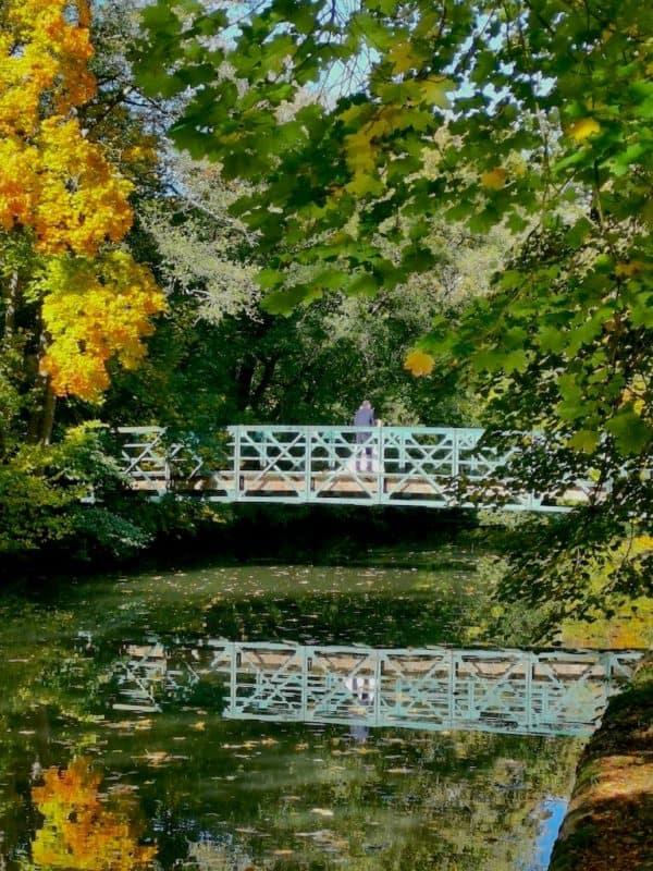 Brücke mit Hochzeitspaar