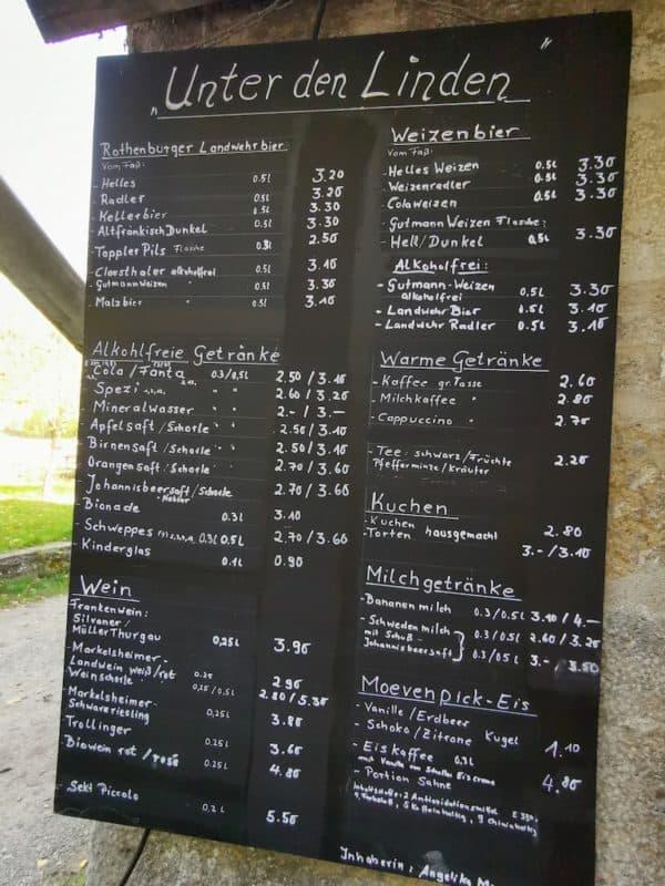 Getränkekarte im Biergarten Unter den Linden