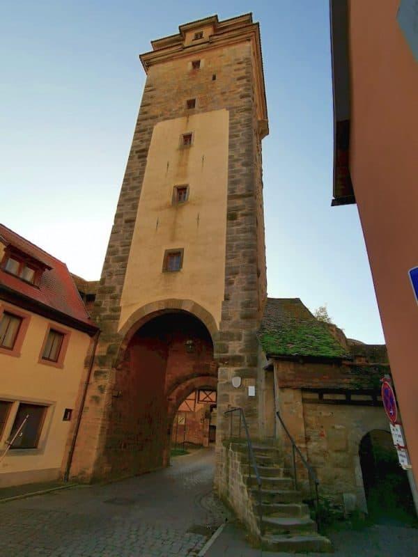 Durch das Spitaltor könnten wir die Stadt verlassen im Süden von Rothenburg ob der Tauber