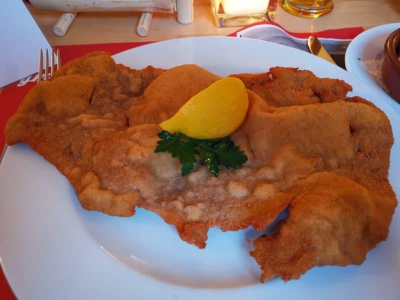 Wiener Schnitzel im Da Hoam Hamburg