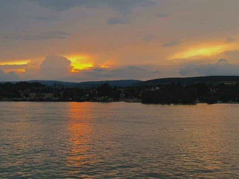 Sonnenuntergang auf Rhein an Bord der Nautilus der Primus Linie