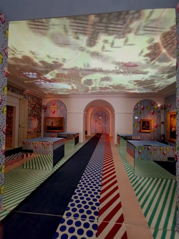 Der erste große Raum der Ausstellung Haydn explosiv im Schloss Esterházy