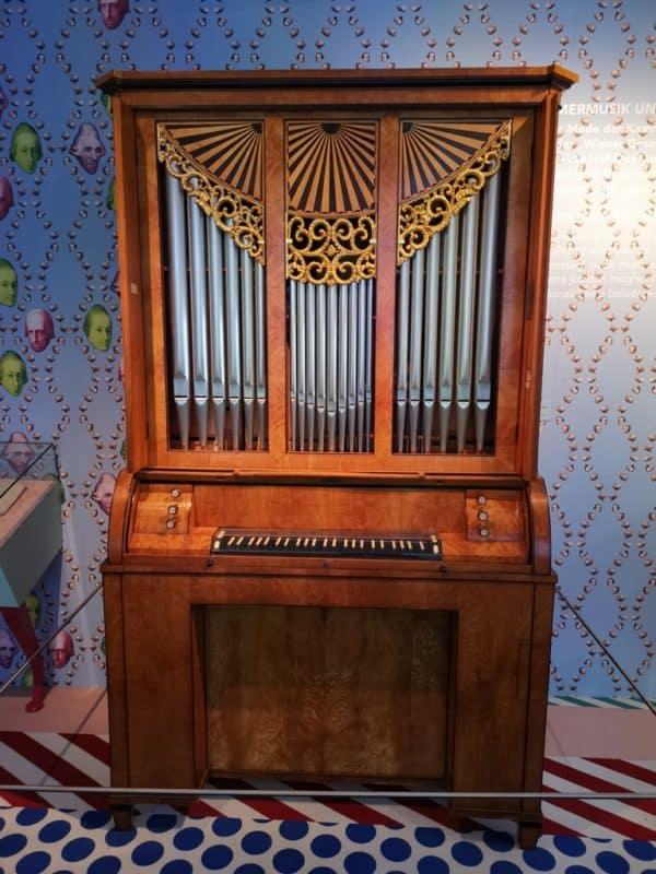Orgel in der Ausstellung Haydn explosiv