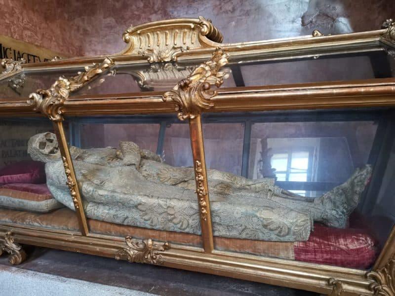 Körperreliquie des Heiligen Konstantin in der Schlosskapelle des Schlosses Esterházy