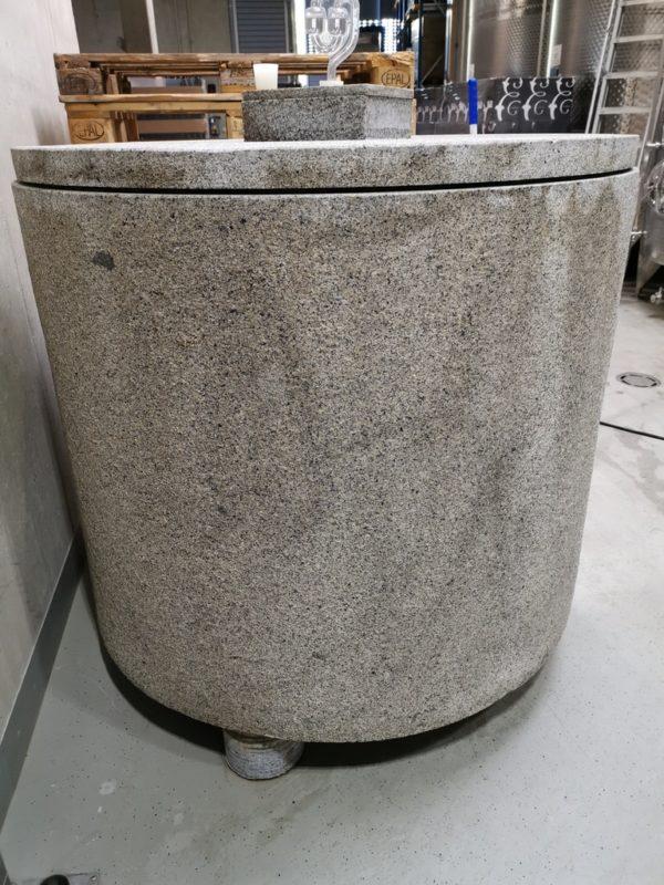 Granitfass im Weingut Esterházy