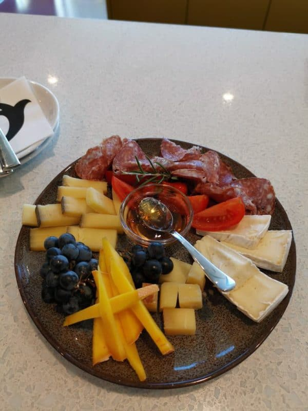 Leckere Auswahl an Käse und Salami