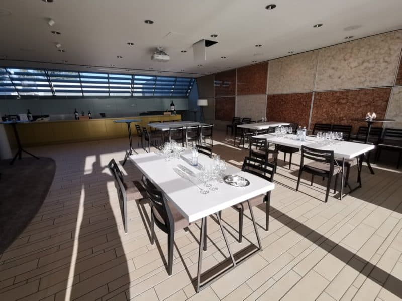 Der Tasting Room ist vorbereitet für eine kommende Weinprobe