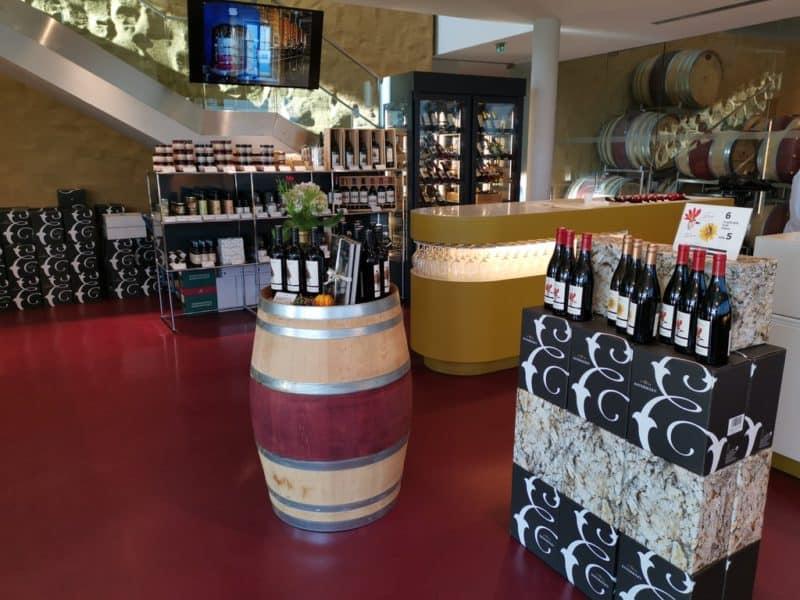 Der Verkaufsraum im Weingut Esterházy
