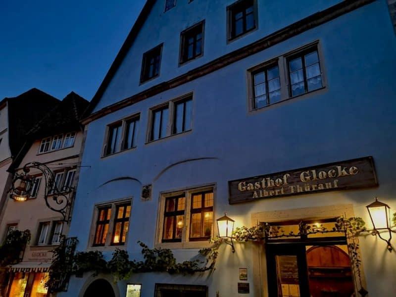 Der Gasthof Glocke direkt am Plönlein in Rothenburg ob der Tauber