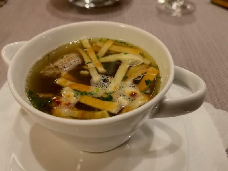Fränkische Leberklösschensuppe mit Flädle als Vorspeise im Hotel Sonne Rothenburg