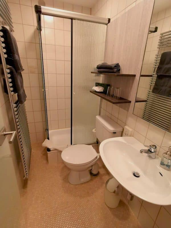 Ein Blick ins Badezimmer im Hotel Sonne Rothenburg