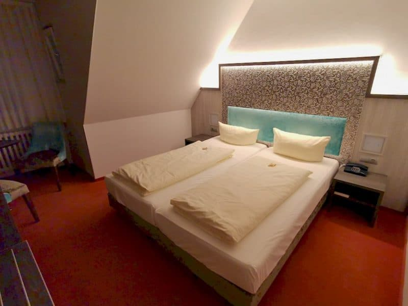 Unser Bett im Hotel Sonne in Rothenburg ob der Tauber