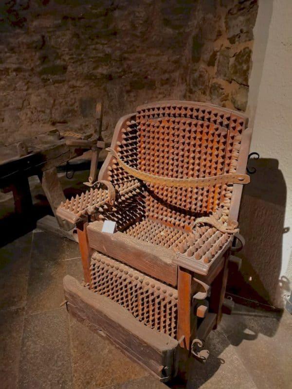 Stachelstuhl im Kriminalmuseum in Rothenburg ob der Tauber
