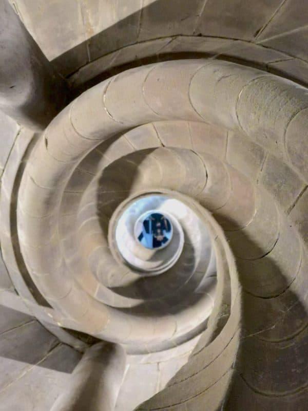 Am Fuße des Rathausturms ein letzter Blick zurück nach oben
